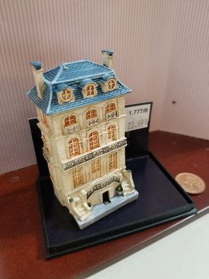 Reutter Porzellan - Dollhouse for a Dollhouse