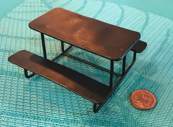 1/24 Scale Picnic Table