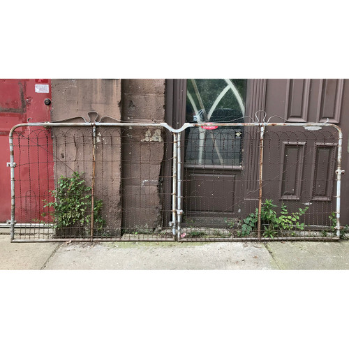 S18046 - Pair of Wire Driveway Gates