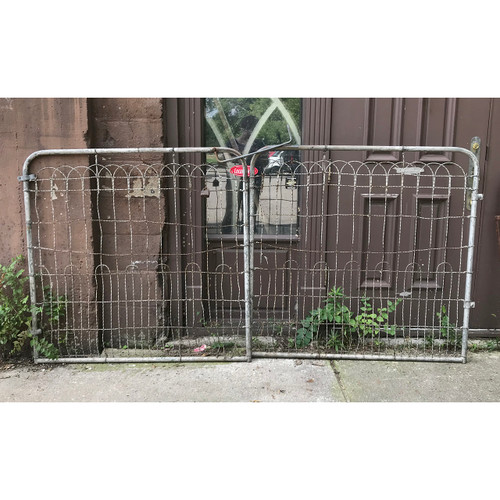 S18047 - Pair of Wire Driveway Gates