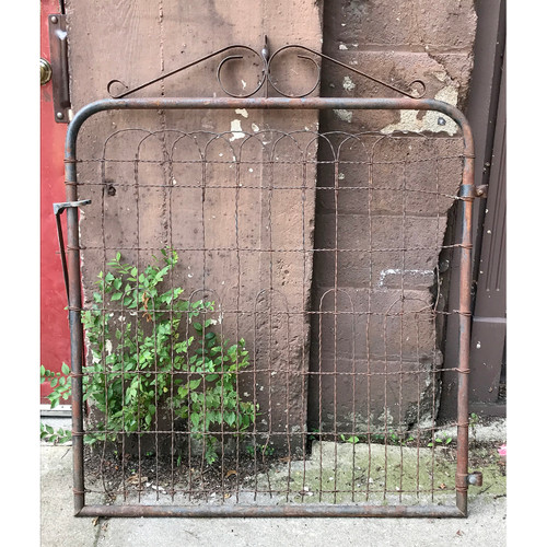S18056 - Antique Wire Gate