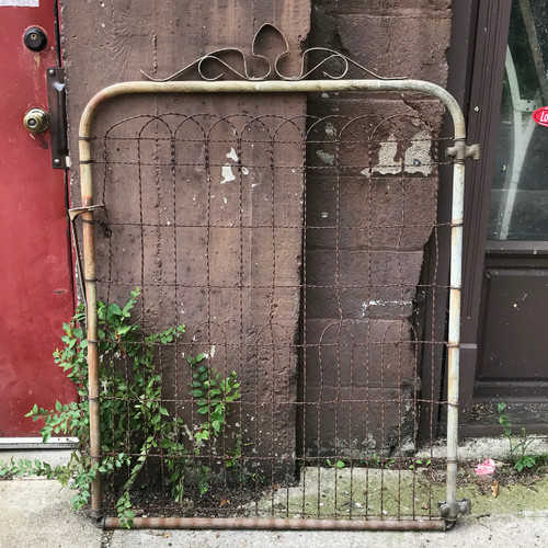 S18057 - Antique Wire Gate