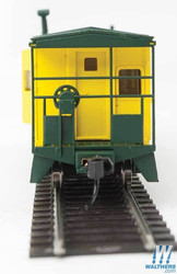 Walthers Mainline HO 910-8665 International Bay Window Caboose Chicago & North Western CNW #11207