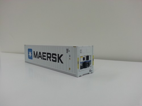 Lombard Exclusive Atlas Master HO Scale Ready to Run 40' Refrigerated Container, Maersk (white, blue, black)