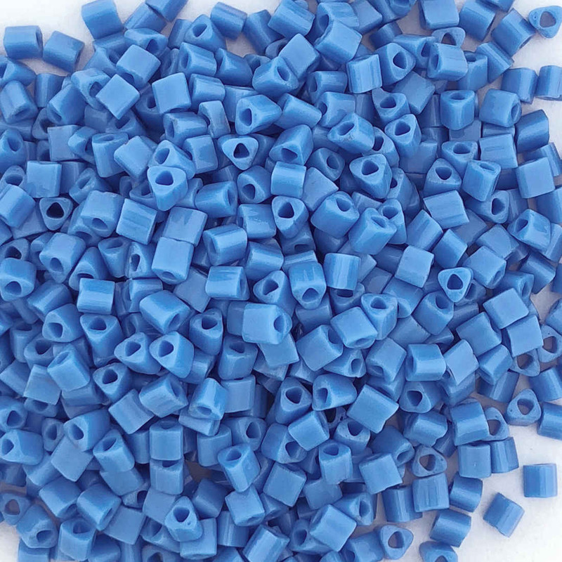 11-TRI-0043D, Medium Blue Opaque Triangles (28 gr.)