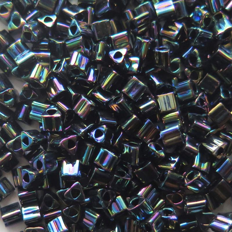 8-TRI-0086, Jet Black Iris Metallic Triangles (28 gr.)