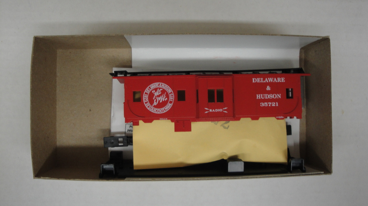 20008 (HO SCALE) Bev-Bel-66-20008 Delaware and Hudson 37  Bay Window Caboose D and H 35721