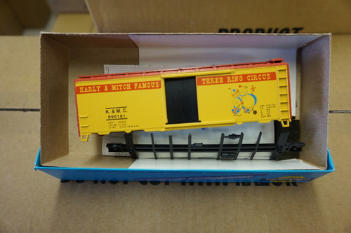 882-1 (HO SCALE) Bev-Bel-66-882-1 Karly and Mitch Famous 3 ring Circus 40  Single Door Specialty Circu...