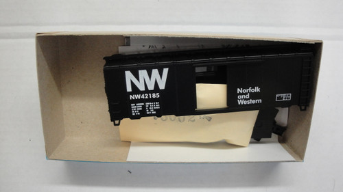 1025-2 (HO SCALE) Bev-Bel-66-1025-2 Norfolk and Western 40  Boxcar N and W 42185