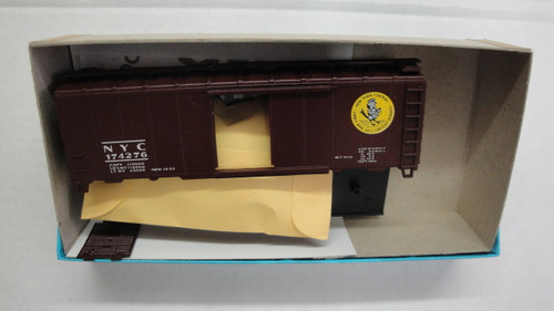 1058-2 (HO SCALE) Bev-Bel-66-1058-2 New York Central 40  Single Door Boxcar NYC 174276
