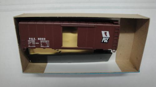 1389 (HO SCALE) Bev-Bel-66-1389 Pacific Great Eastern 40  Single Door Boxcar PGE 8003