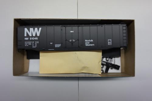1705-1 (HO SCALE) Bev-Bel-66-1705-1 Norfolk and Western 50  Plug Door Boxcar NW 51046