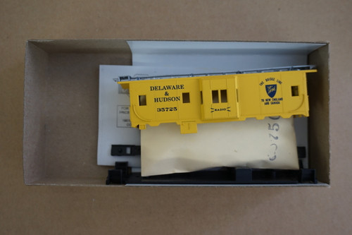 2361-1 (HO SCALE) Bev-Bel-66-2361-1 Delaware and Hudson 37  Bay Window Cabbose D and H 35725