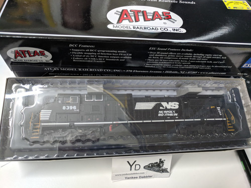 ATLAS 10002305 / Atlas Model Railroad Co. GE Dash 8-40CW #8396 Norfolk Southern (Horsehead) w/LokSound & DCC - Master(R) Gold (SCALE=HO Part # 150-10002305