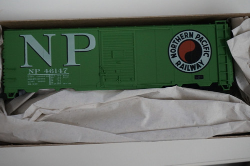 112-35029 (HO SCALE) Accurail NP Northern Pacific - (Scale=HO) 112-35029