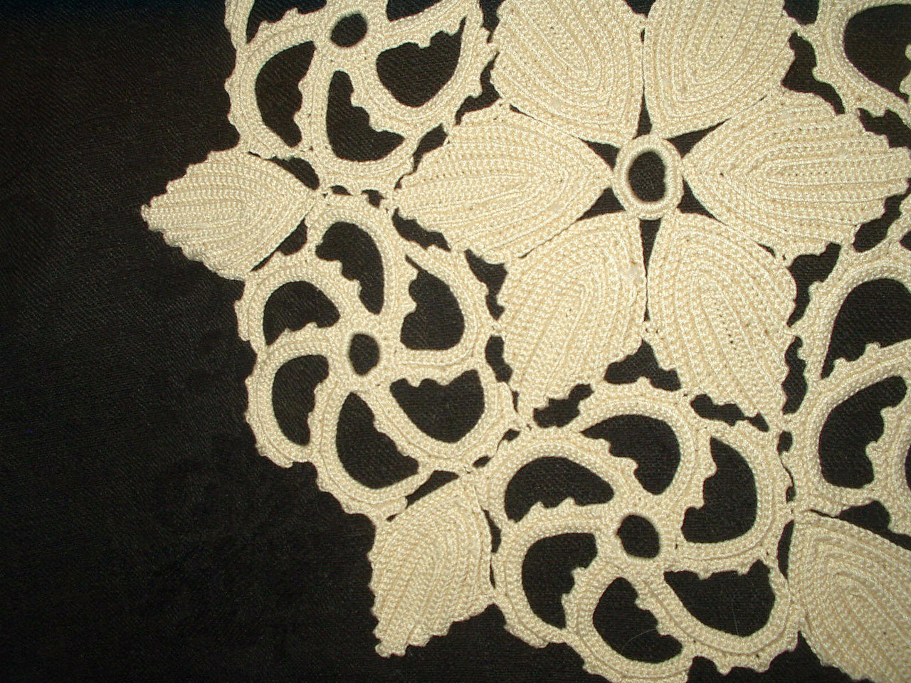 Antique Vintage 1900's 1920's  Irish Crochet Table Doily