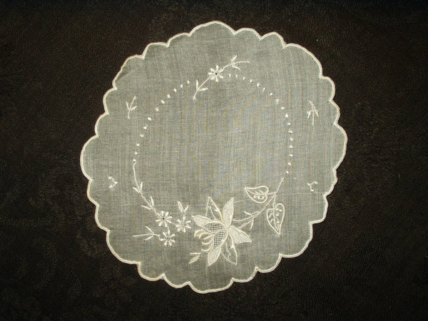 Vintage 1920 1940 Organdy Madeira Hand Embroidery Floral Scallop Edge Table Doily