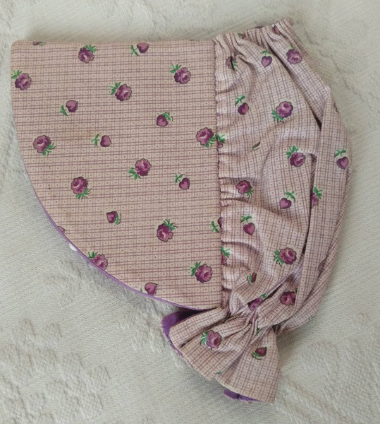 1950s Hand Made Needle Sewing Case Sunbonnet Shape Wool Leaves