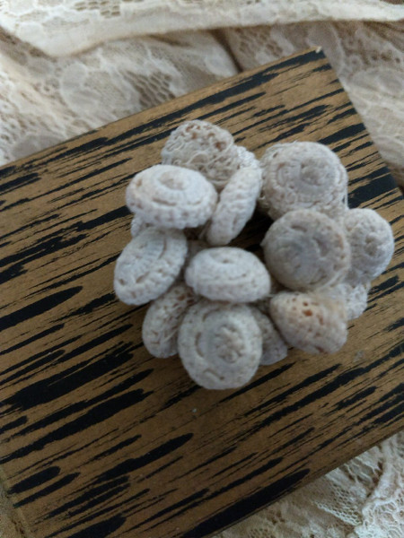 18 Victorian Crochet Thread Buttons White Authentic Old 19th Century Textile