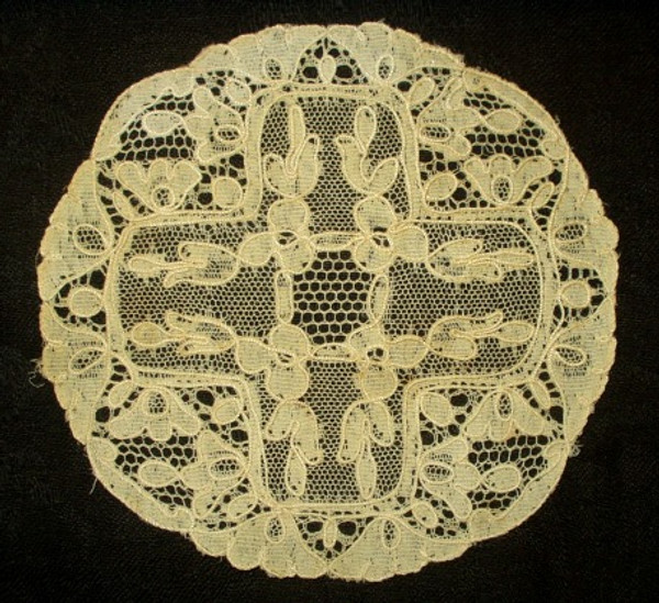 Antique Vintage Machine Alencon Lace Table Doily