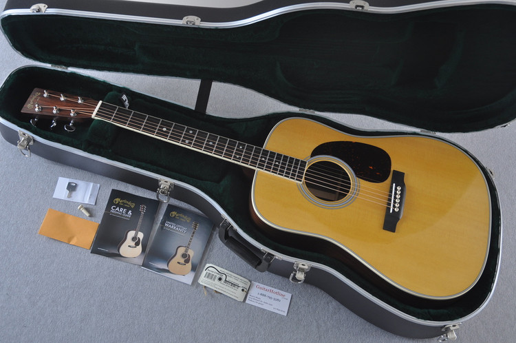 Martin D-35 (2018) Standard Acoustic Guitar #2149389 - Case