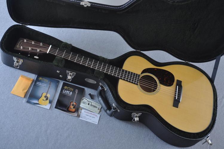 Martin 00-18 Standard Acoustic Guitar #2182382 - Case