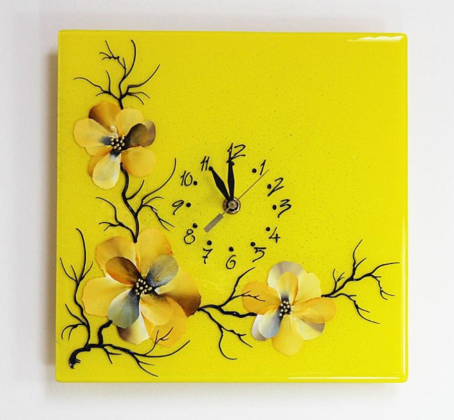 Blossoms Clock (yellow)