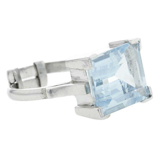 Timeless Aquamarine Solitaire Ring