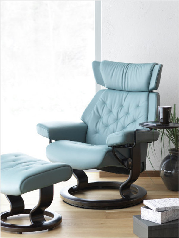 Classic Base Small Stressless Skyline Recliner With