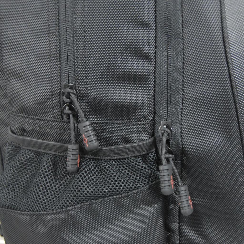 Convenient zipper pulls