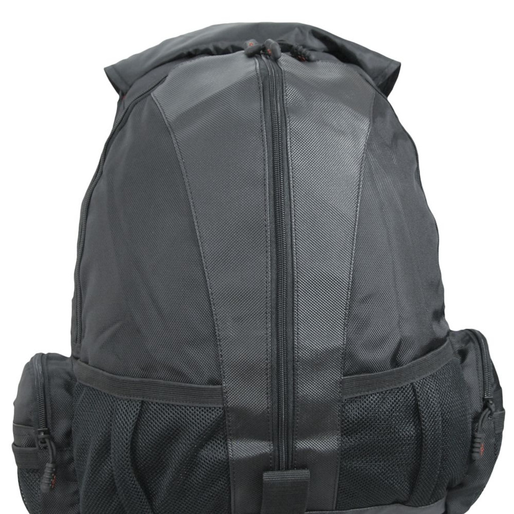 Large front section with vertical zipper