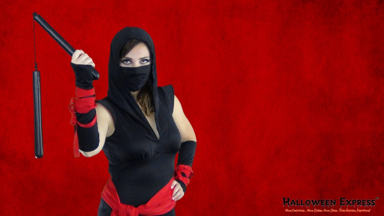 How to Create a Female Ninja Costume Look