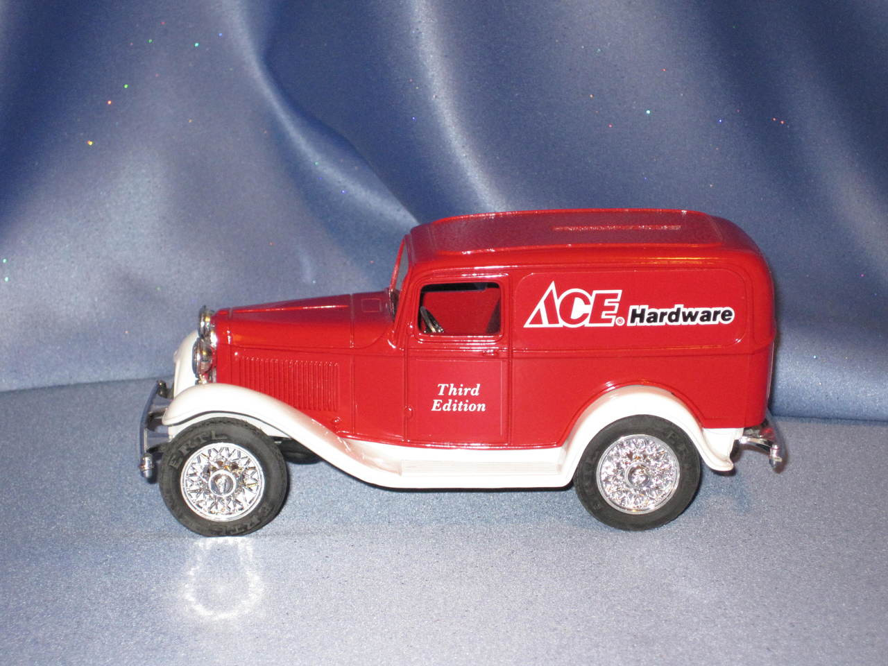 Ertl Ace Hardware 1932 Ford Panel Truck Delivery Bank.