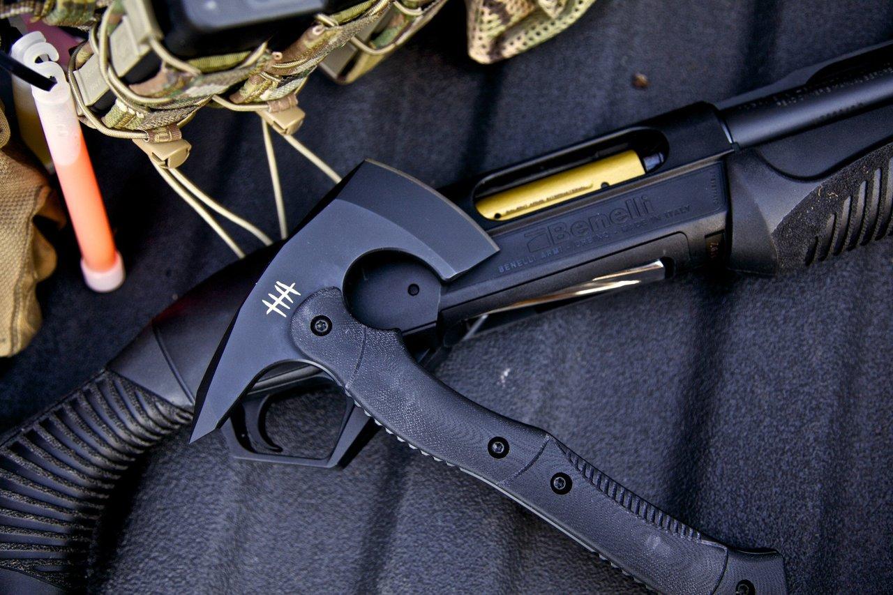 CTT-01 Compact Tactical Tomahawk - Black