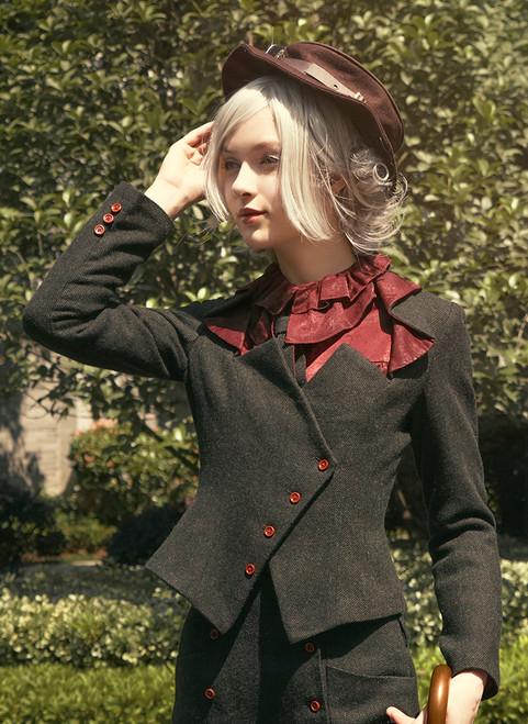 Model Show (hat: P00598, blouse: TP00170, shorts: SP00191)