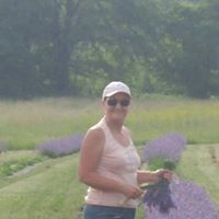 lisa-cutting-lavender.jpg