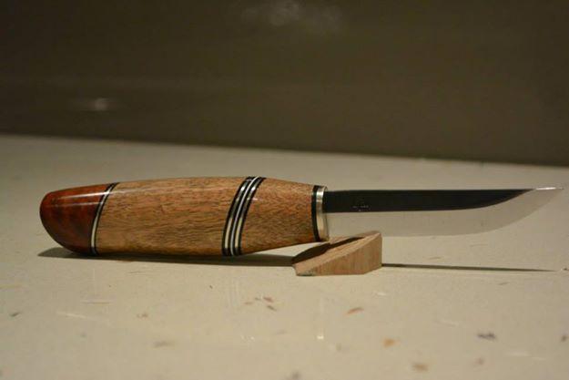 spotted-gum-coolabah-knife-finished.jpg