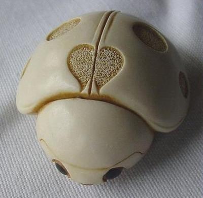Lady Bug Palm Charm - Ivory