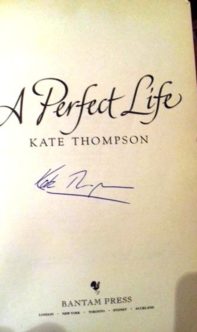 Kate Thompson / A Perfect Life (Large Paperback) (Signed by the Author)