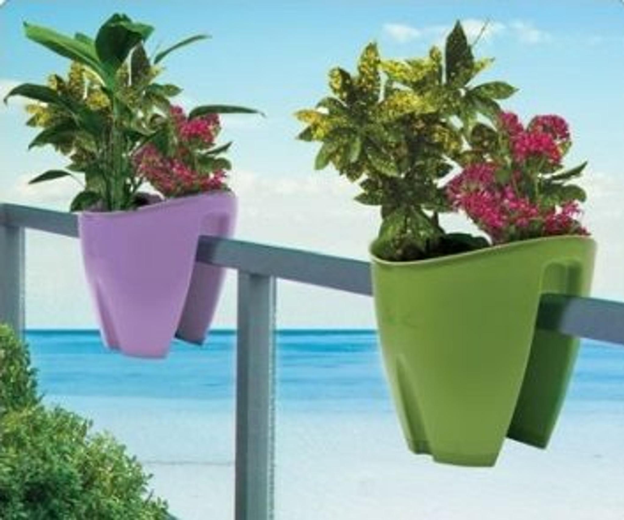 Balcony railing planter