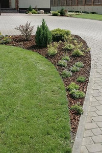 Flexible brick path edging