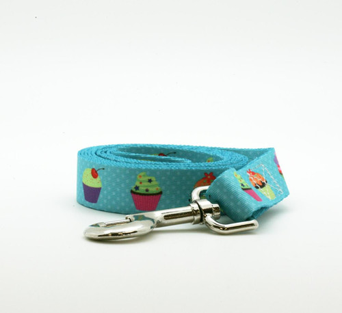 A sweet treat for your favorite baker's pet is our cupcake themed leash! The perfect accompaniment to our cupcake collar!