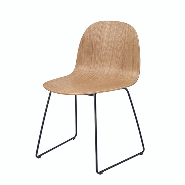 Gubi  |  Gubi 2D 5 Sled Base Chair