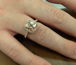 2 5/8ct Cushion Morganite Vintage Halo Engagement Ring 14K Rose Gold (G/H, SI1-SI2)