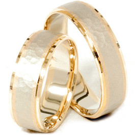 14K Gold Matching Two Tone Hammered Wedding Ring Set