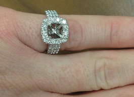 1ct Cushion Halo Engagement Ring Setting 14K White Gold (G/H, SI2-I1)