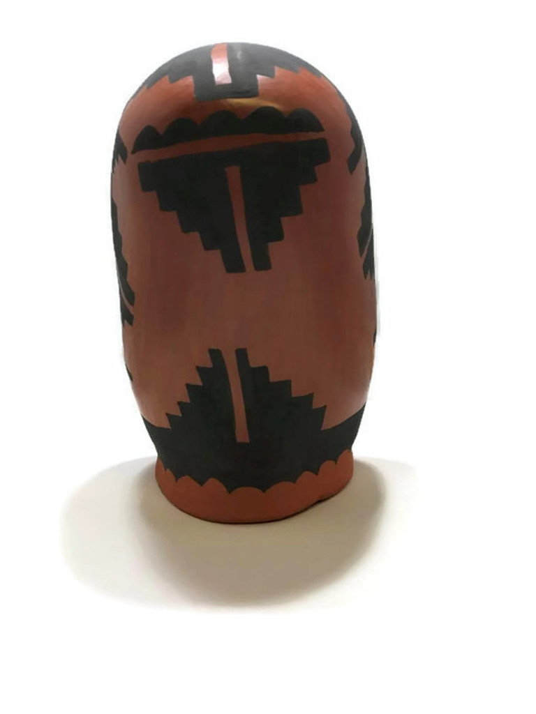 Caroline Sando is a Native American artist that creates pottery out of Jemez, NM.