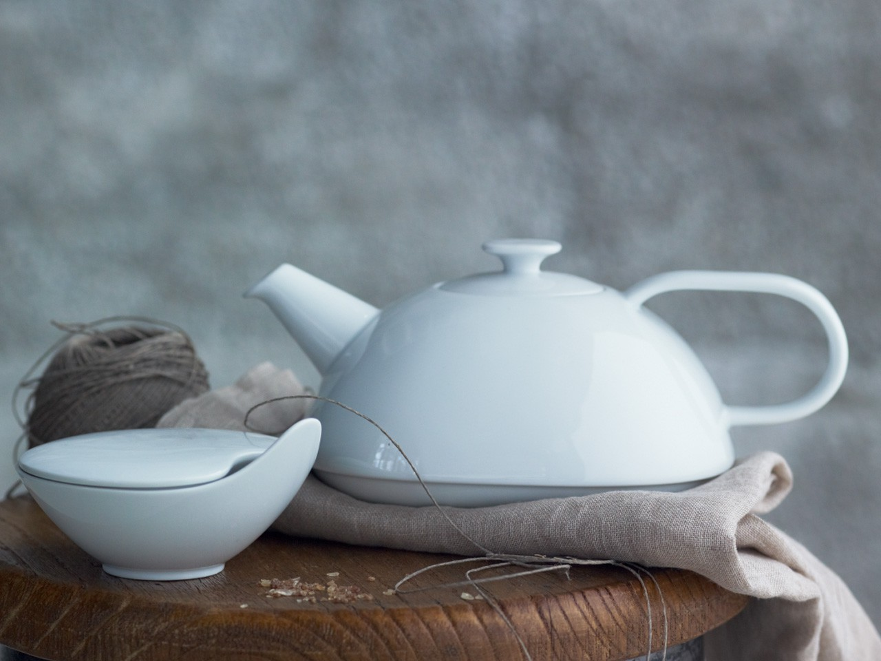 Rosenthal Free Spirit White coffee pot and sugar bowl on wooden surface