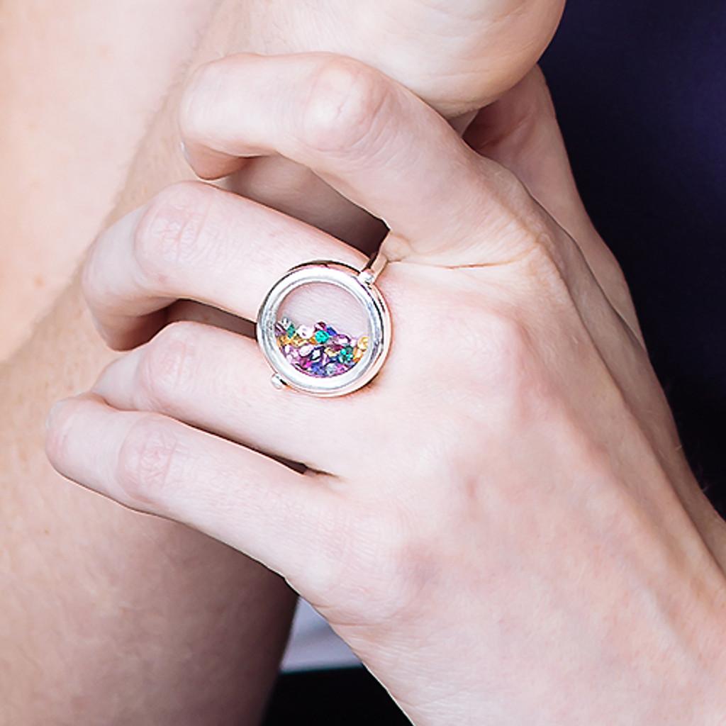 rainbow-gemstone-glass-ring-9-carat-gold-closeup